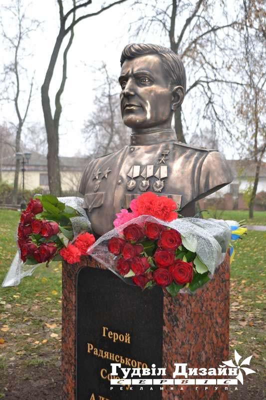 19.70 Памятник-бюст из бронзы